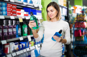 Three Things to Look for When Choosing a Mouthwash to Use On a Daily Basis