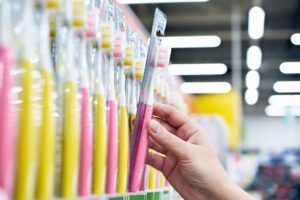 This is What You Should Look for When Choosing a Toothbrush for You or Your Child